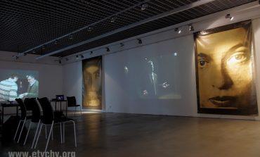 Warsztaty plastyczne dla dorosłych w Galerii Obok - malowanie na tkaninie