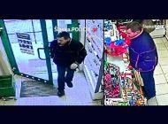 Płacił skradzioną kartą bankomatową. Rozpoznajesz tego mężczyznę?