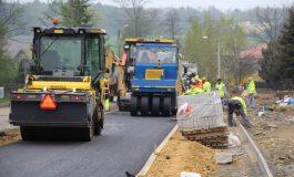 Walcowanie ulicy Obywatelskiej. Trwa asfaltowanie pierwszego odcinka