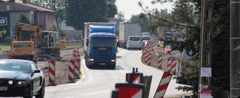 Zmiana na DK44: Prawym pasem od węzła Wartogłowiec do ul. Kościelnej