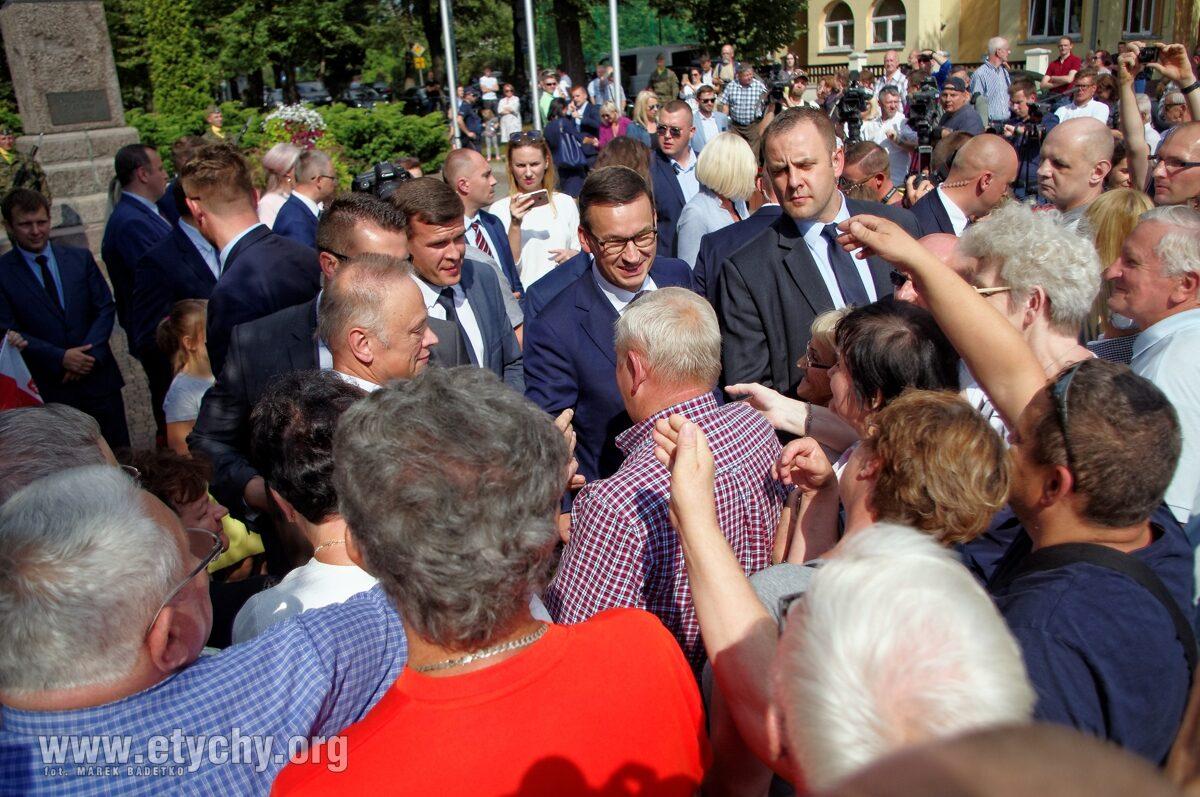 Premier odwiedził Tychy, obiecał nowe boisko młodym tyszanom