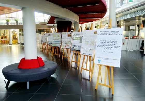 Studenci architektury projektowali teren przy Mediatece