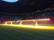 Lampy naświetlają murawę na Stadionie Miejskim w Tychach [FOTO/WIDEO]