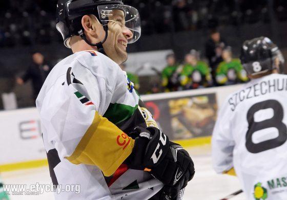 Hokej: Dobre hokejowe rzemiosło, złe decyzje sędziego i czyste konto Murraya [foto]