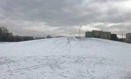 TZUK naśnieża górkę w Parku Jaworek