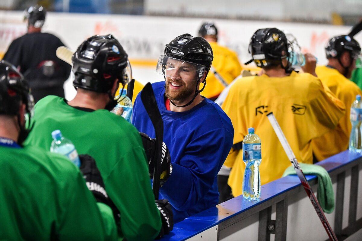 Hokej: Mistrzowie Polski wrócili na lód