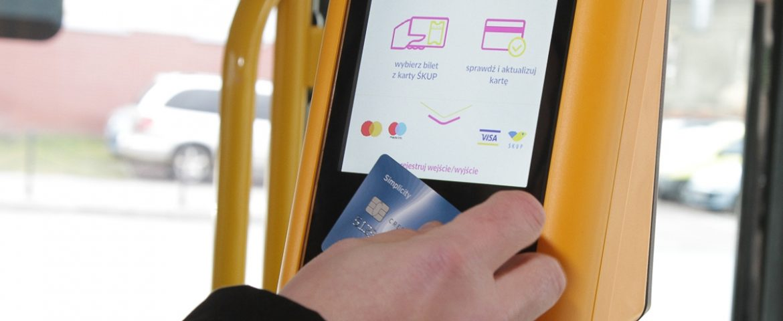 Kartą zbliżeniową zapłacisz za bilet w kasowniku komunikacji miejskiej